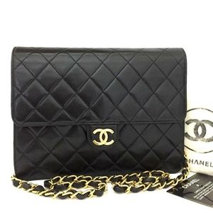 💯 CHANEL Quilted Matelasse 22 CC Logo Push Lock
